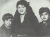 """Adéla Bondyová, rozená Weissensteinová. Byla se svými dvěma dětmi zavražděna v Treblince. Osud jejího transpotu je víceméně popsán v knize Richarda Glazara """"Treblinka, slovo jako z dětské říkanky"""". Oběť holocaustu-"""