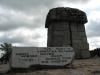 Treblinka. Areál bývalého vyhlazovacího tábora. Památník na místě někdejšího krematoria. V tomto vyhlazovacím táboře byla zavražděna Adéla Bondyová, rozená Weissensteinová z Trhové Kamenice.