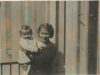 Gréta Fuchsová. Žila v Trhové Kamenici. Oběť holocaustu. Byla zavražděna v Osvětimi. Z Prahy deportována do ghetta Lodž (Litzmannstadt). Na fotografii se synem Honzíkem.