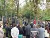 Pietní akt za oběti holocaustu na židovském hřbitově Dřevíkov byl logickým pokračováním slavnostního ceremoniálu odhalení památníku obětem holocaustu a příslušníkům RAF. Do vesnice Dřevíkov přišly před stovkami let rodiny, které se později přestehovaly do Trhové Kamenice. Dnes na tomto židovském hřbitově odpočívají ostatky předků těchto rodin a na některých hrobech jsou také symbolicky zmíněni ti, kteří se nevrátili z ghett, koncentračních a vyhlazovacích táborů a stali se oběťmi holocaustu. Pietní akt za oběti holocaustu - židovský hřbitov Dřevíkov, Pardubický kraj, 2. 9. 2012