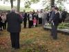 Modlitbu za zemřelé přednesl vrchní zemský rabín Karol Sidon. Ceremoniálu přihlíželo několik desítek osob. Pietní akt za oběti holocaustu - židovský hřbitov Dřevíkov, Pardubický kraj, 2. 9. 2012