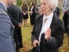 Eva Clarke, nevlastní dcera Karla Bergmana, přeživší z Mauthausenu a autor památníku Filip Procházka. Pietní akt za oběti holocaustu - židovský hřbitov Dřevíkov, Pardubický kraj, 2. 9. 2012